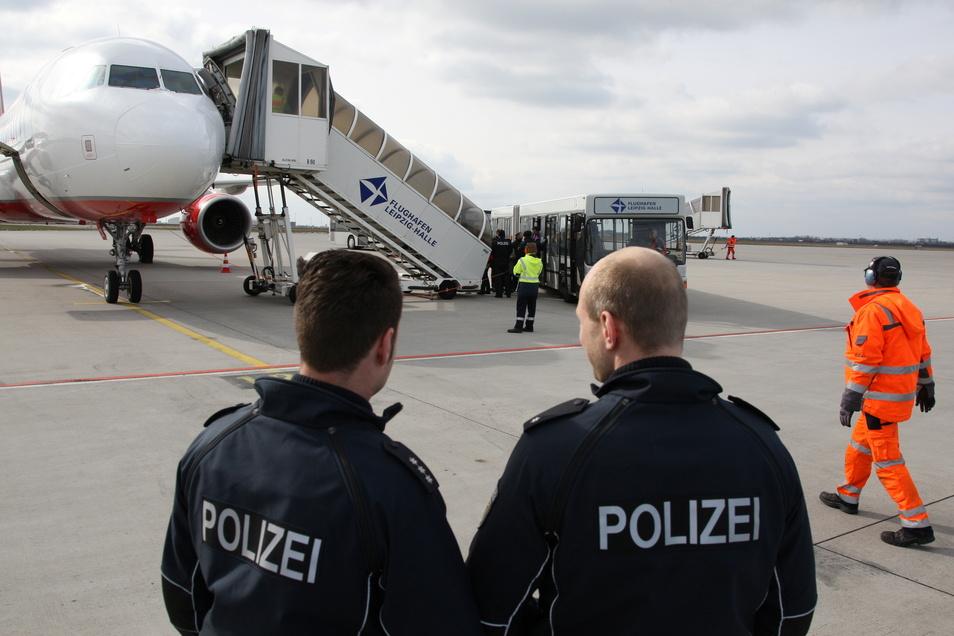 Eine georgische Familie aus Pirna wurde vom Leipziger Flughafen nach Tiflis abgeschoben.