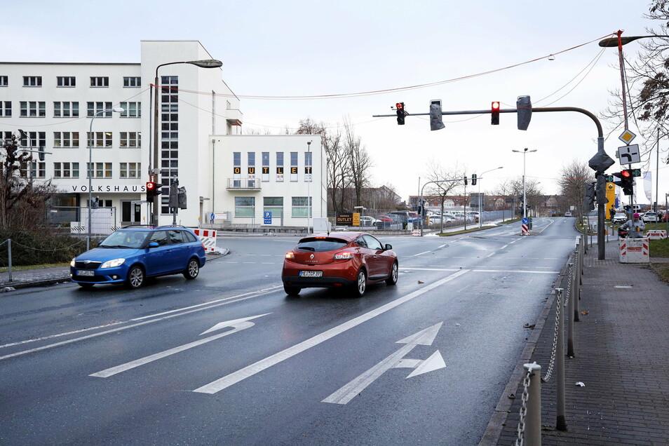 Die Kreuzung am Volkshaus: Schon jetzt fließt der Verkehr hier anders als in den vergangenen Jahren. Die eigentliche Freigabe der umgebauten Kreuzung steht aber erst noch an.