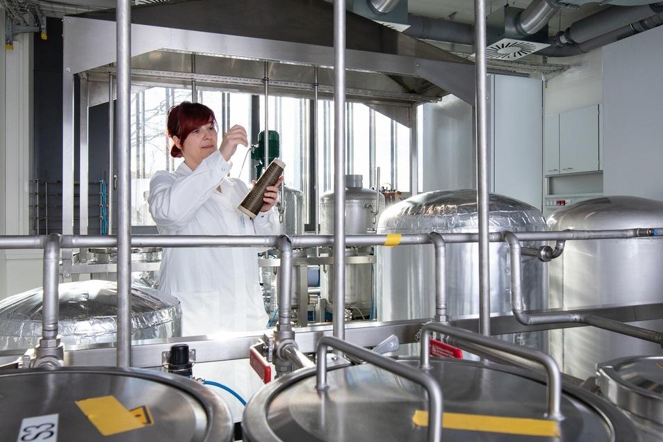 """Im neuen Laborgebäude am Merge Research Centre """"Lightweight Technologies"""" der TU Chemnitz wird zu ressourcenschonenden Werkstoffen geforscht."""