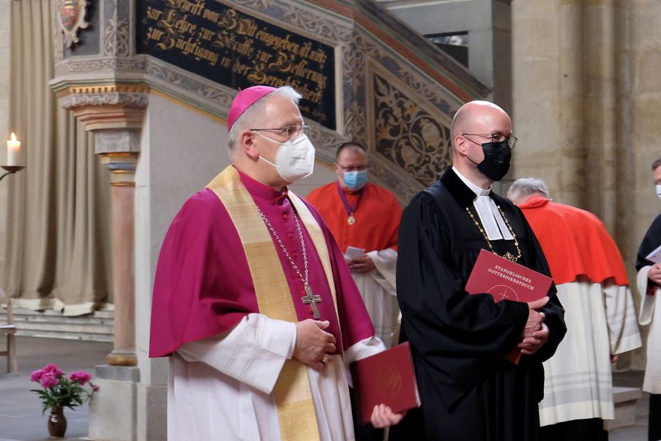 Zum Jubiläum 100 Jahre Bistum Dresden-Meißen haben am Samstag Landesbischof Tobias Bilz (re.) und Bischof Heinrich Timmerevers im Dom zu Meißen einen ökumenischen Gottesdienst gefeiert.