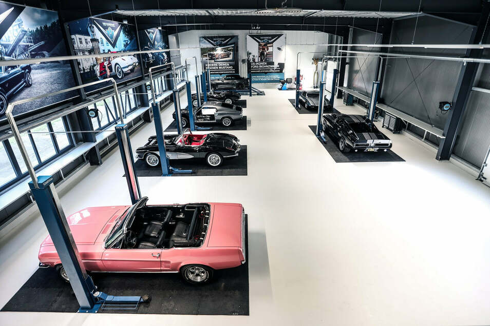 V8-Werk in Pirna: Blick in die Mechanikerhalle.