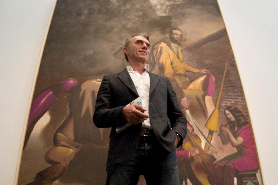 """Der Leipziger Neo Rauch (59), hier vor einem älteren Werk, ist einer der berühmtesten und meistverkauften deutschen Maler. Unlängst bezeichnete ihn ein Kunstwissenschaftler als """"rechten Künstler"""". Darüber ist Rauch so verärgert, dass er den Mann nun auf e"""