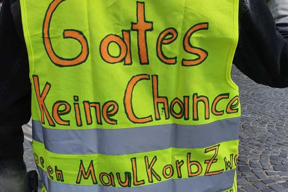 """""""Gib (Bill) Gates keine Chance"""", forderte Demo-Teilnehmer Thomas Kirschner."""