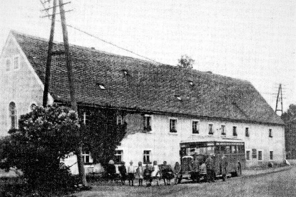 Auch am Kottmarsdorfer Kretscham hielt der Bus, als 1927 eine Kraftpostlinie mit Personenverkehr eingerichtet wurde.