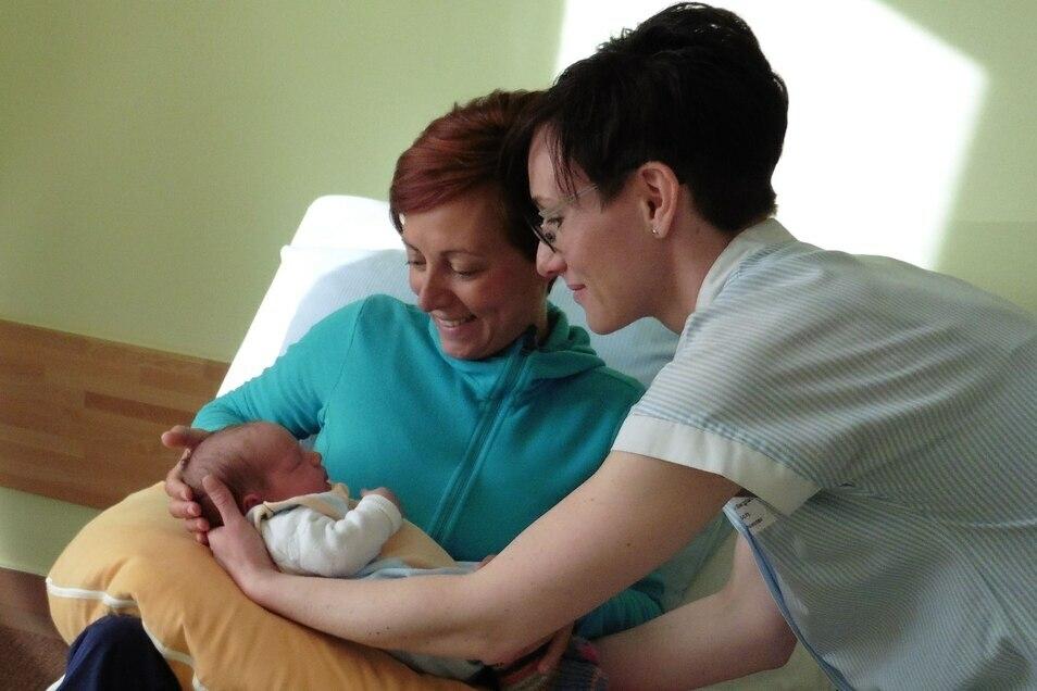 Ein Kind ist geboren im Krankenhaus Ebersbach: Was ist dran an den Gerüchten um die Geburtsstation?