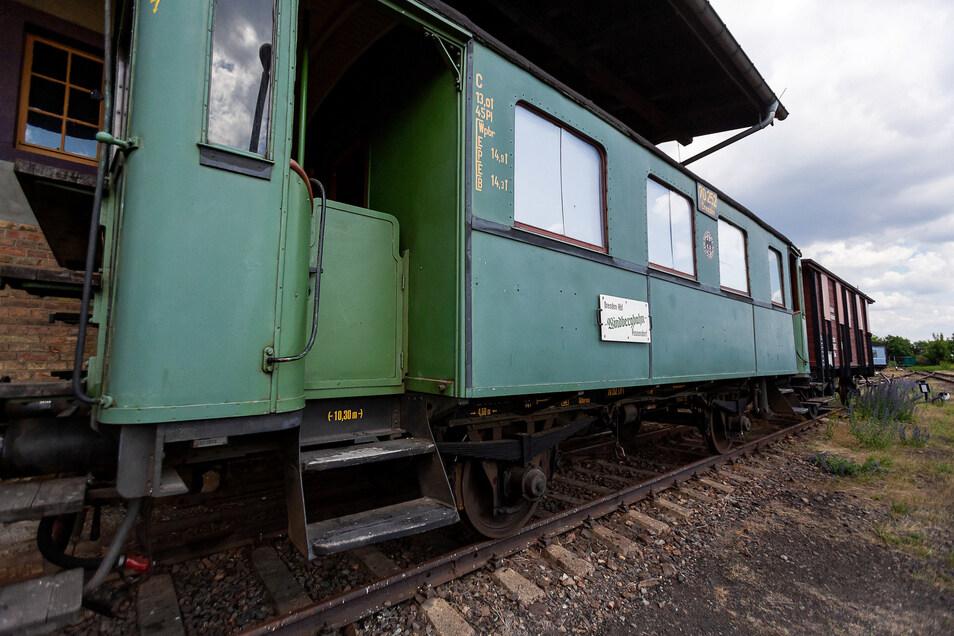 Erhalten blieb dieser Aussichtswagen, der 1912 in Bautzen extra für die Strecke zwischen Freital und Possendorf gebaut wurde. Er ist am Sonntag im Einsatz.