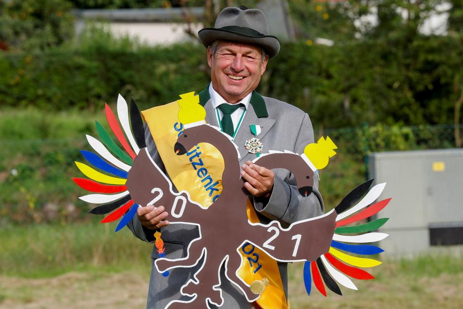 Rolf Hilse ist der neue Schützenkönig der Adlerschützengesellschaft Ebersbach. Erstmals wurde das Adlerschießen am neuen Standort ausgetragen.