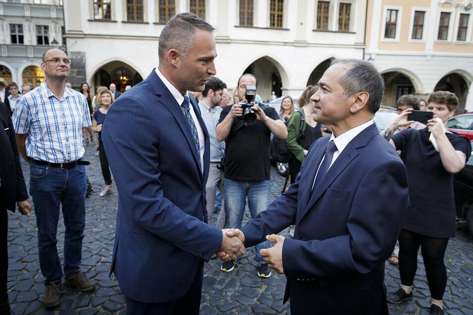 Wie alles begann: Im zweiten Wahlgang siegte Octavian Ursu im Juni 2019 klar vor seinem Kontrahenten Sebastian Wippel (AfD). Der gratulierte anschließend fair auf dem Untermarkt.