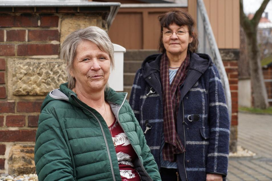 Petra Winkler (l.) hat Ende 2019 ihren Mann verloren. Im Umgang mit der Trauer hat ihr ein Trauerkreis beim Ambulanten Hospiz- und Palliativberatungsdienst der Diakonie in Bautzen geholfen, der unter anderem von Renate Diener (r.) begleitet wird.