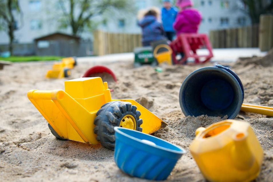 Zurück im Sandkasten: Mitte Februar dürfen die Kitas in Sachsen wieder öffnen – im eingeschränkten Regelbetrieb. Wie das trotzdem funktioniert, wird jetzt erforscht.