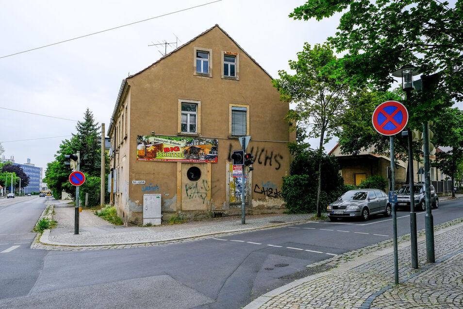 Hier soll der Kurvenradius vergrößert werden, damit auch Busse nach rechts auf die Meißner Straße abbiegen können.