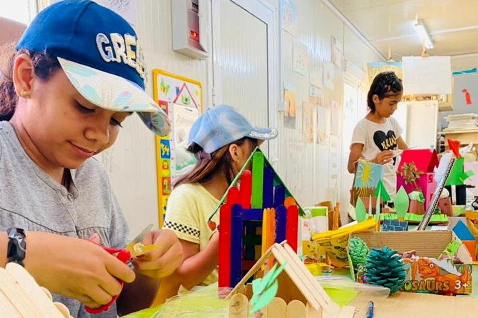 Die Kinder im Flüchtlingslager Malakasa in Griechenland haben bei dem Projekt mit unterschiedlichen Materialien gearbeitet.