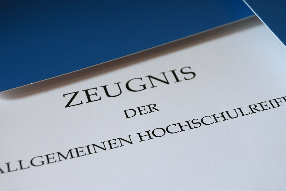 Etwa 10.000 Schüler haben in Sachsen in diesem Jahr das Abitur bestanden.