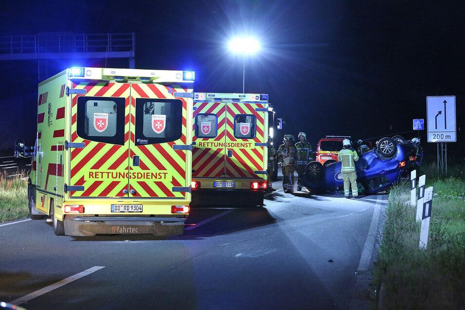 Die Insassinnen des Kleinwagens mussten in ein Krankenhaus eingeliefert werden.