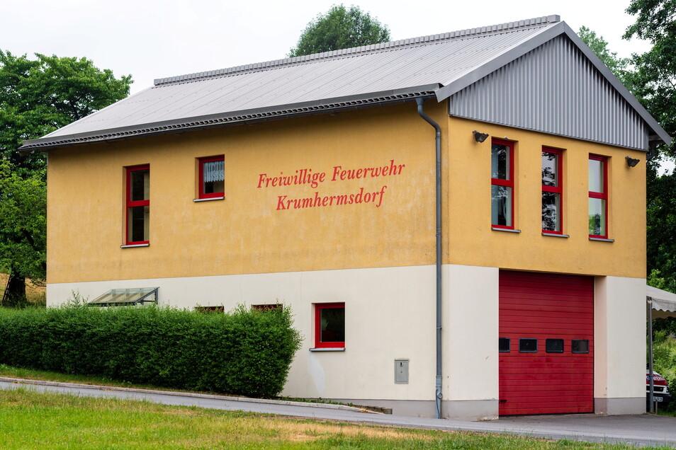 Das Gerätehaus der Feuerwehr im Neustädter Ortsteil Krumhermsdorf ist zu klein.