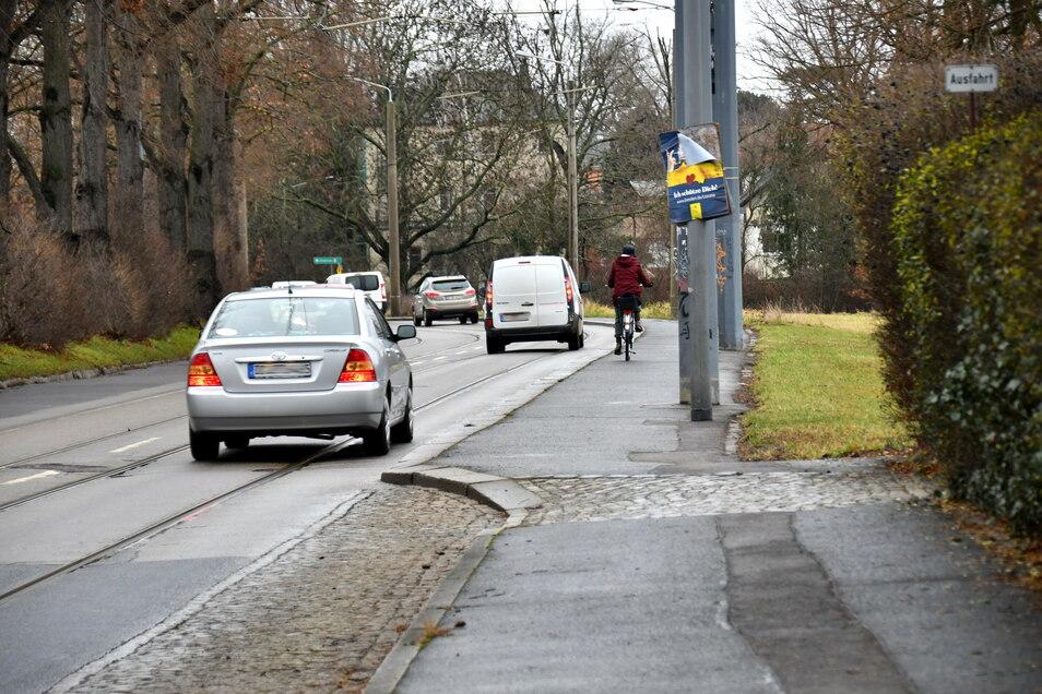Die Wehlener Straße und die Straßenbahngleise müssen nicht nur im Bereich des alten Elbarms, wie hier auf dem Foto zu sehen, dringend saniert werden.
