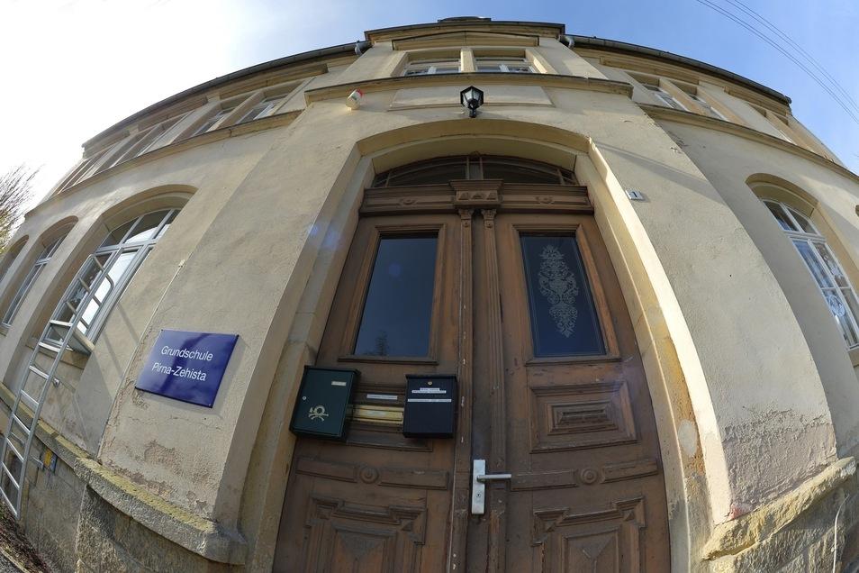 In die Jahre gekommene Grundschule im Ortsteil Zehista: Die Gebäude taugen nicht mehr ewig als Bildungsstätte.
