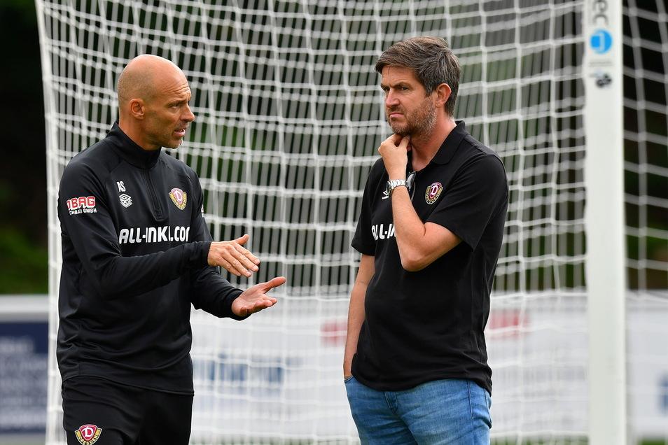 Mit Sportgeschäftsführer Ralf Becker ist Schmidt in einem ständigen Austausch. Ein Neuzugang könnte noch kommen.