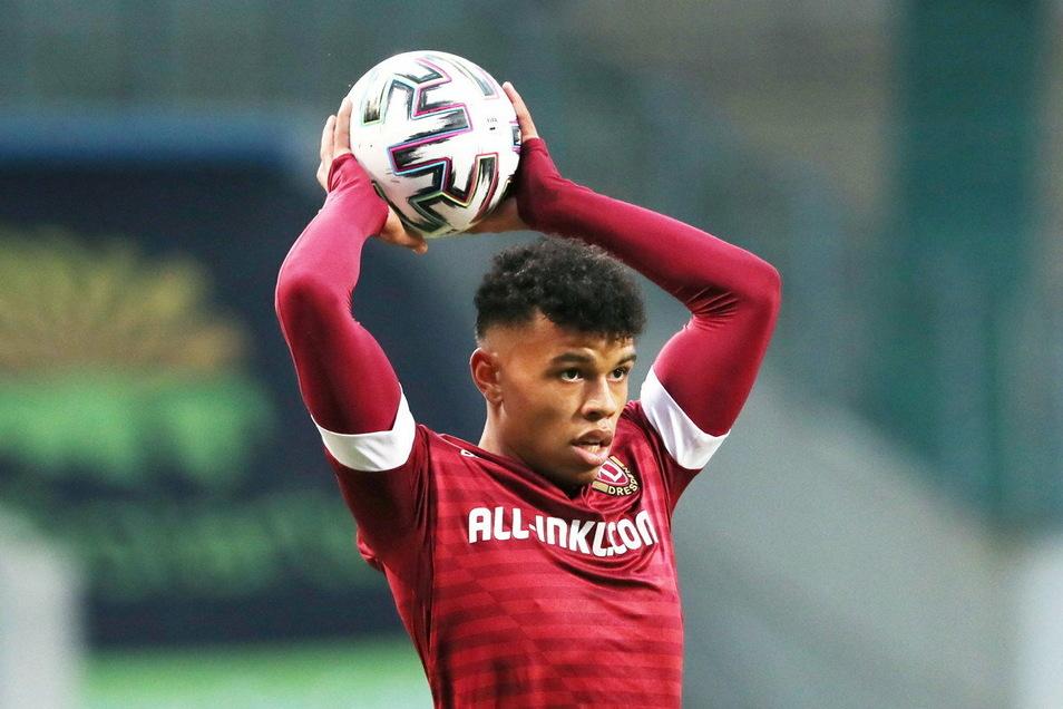 Dynamos Top-Talent darf nach zwei Fehlversuchen in Rostock derzeit offenbar keine Einwürfe mehr machen.