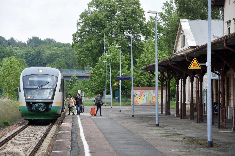 Am Bahnhof Neugersdorf stieg das Pärchen zu.