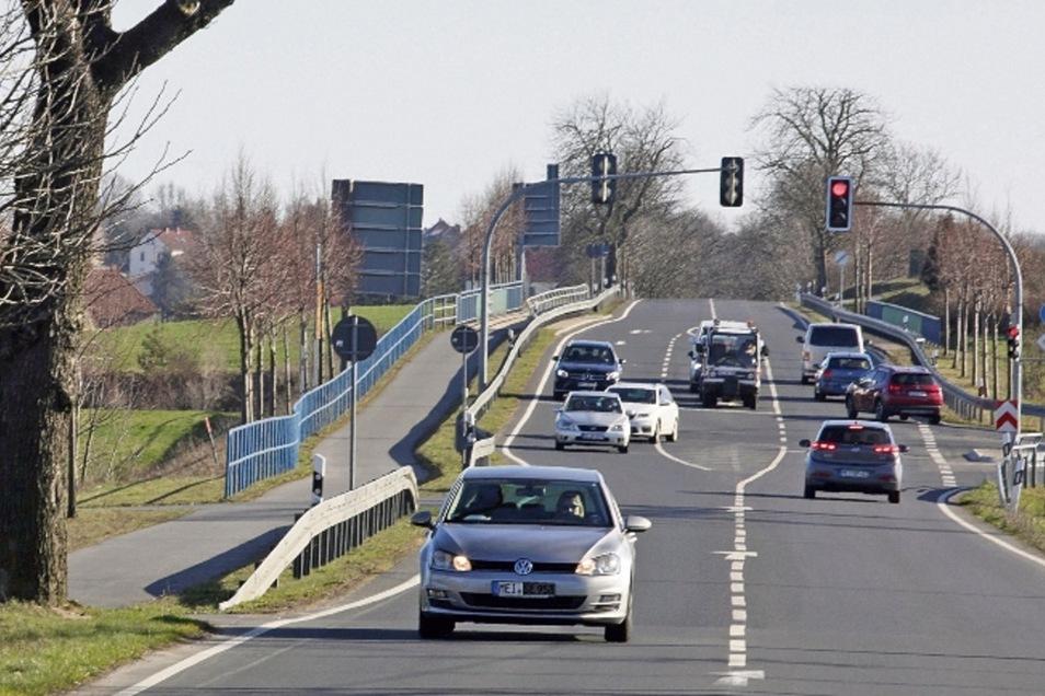 Das vor ein paar Jahren neu gebaute kurze Stück Radweg an der Allee zwischen Moritzburg und Reichenberg soll bald nicht mehr im Nichts enden.