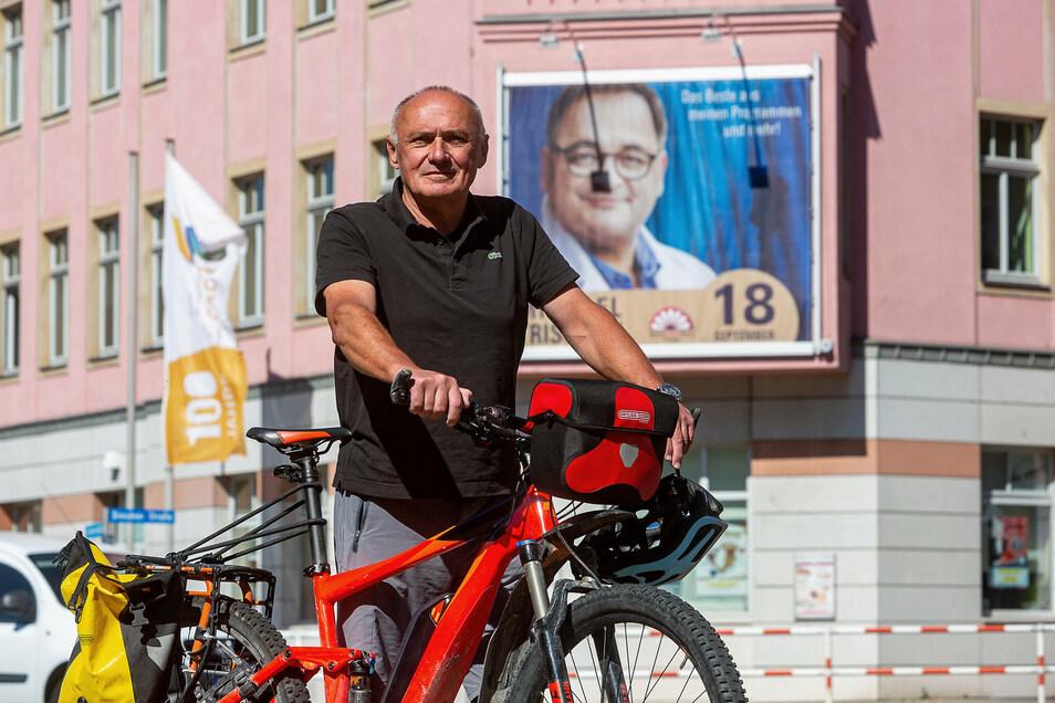 Lothar Brandau, Vorsitzender des Kulturvereins Freital, vor dem Stadtkulturhaus.