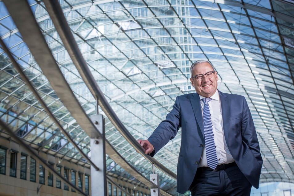 Manager Jürgen Rees will das Atrium des WTC in Dresden mit Wohlfühl-Oasen aufwerten.