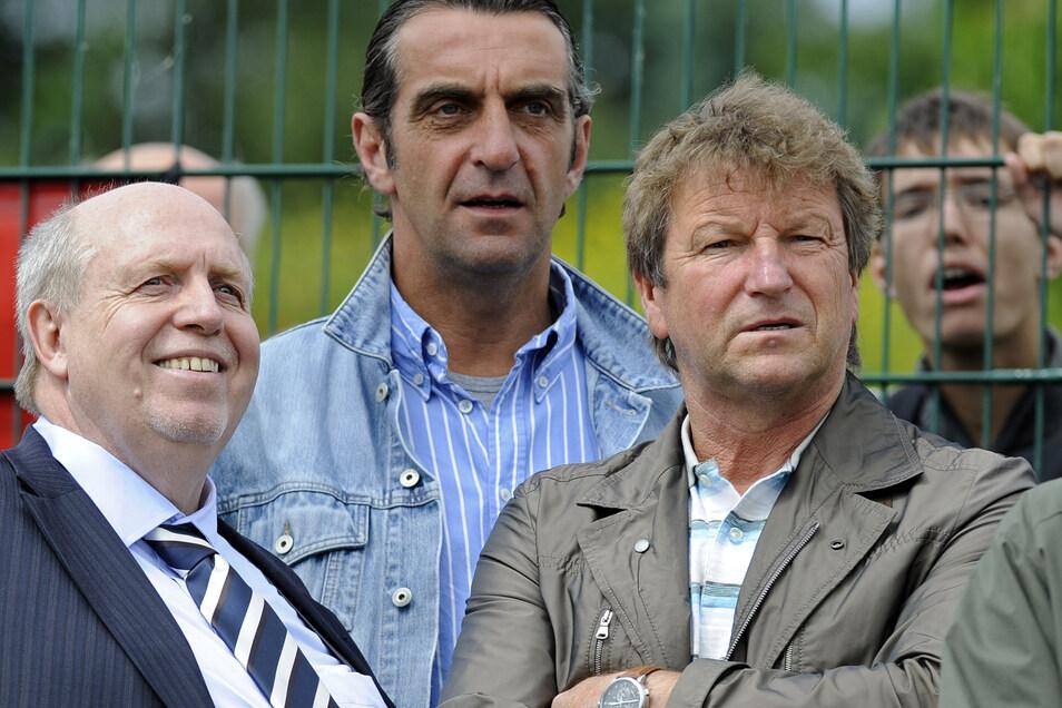 """Im Juni 2010 hat sich Reiner Calmund (l.) als Dynamos Berater gemeinsam mit Hans-Jürgen """"Dixie"""" Dörner (r.) und Ralf Minge für den Verein engagiert, der finanziell und personell in Turbulenzen steckte."""
