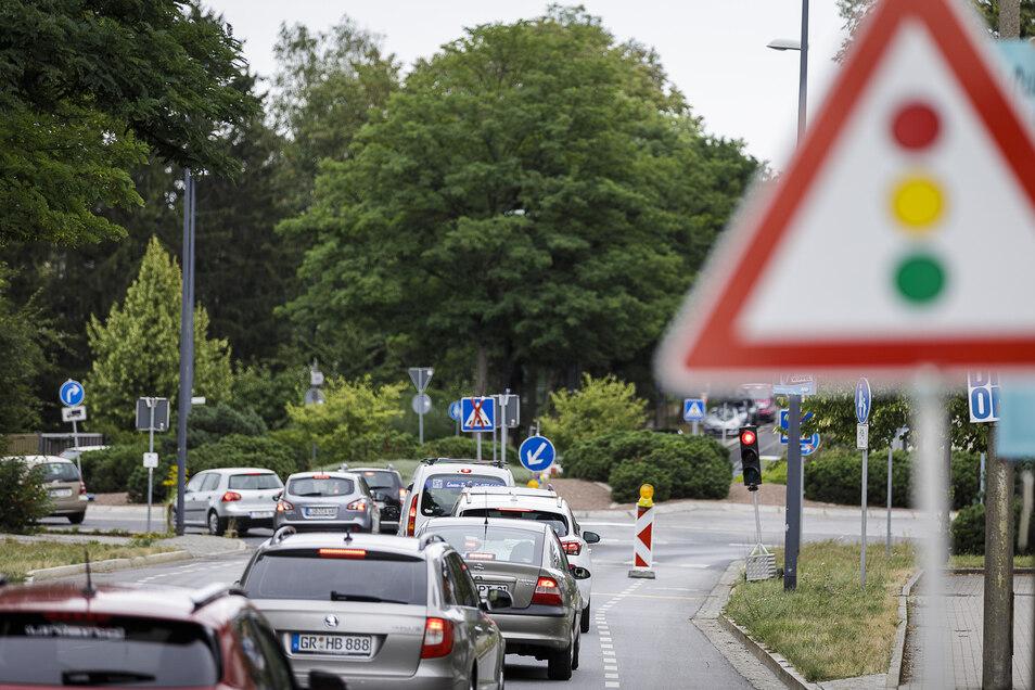 Nach links in den Kreisverkehr: Noch bis Sonnabend wird am Kreisel Reichenbacher-/Reichert-/Wiesbadener Straße gebaut.