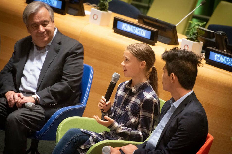Greta Thunberg spricht beim UN-Jungedklimagipfel in New York neben UN-Generalsekretär Antonio Guterres.