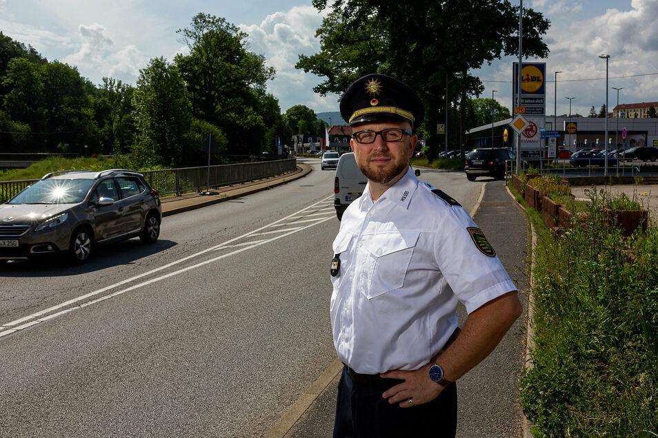 Polizeirat Rico Sommerschuh hat mit seinen Kollegen mehrere Straftaten in Wilsdruff aufgeklärt.