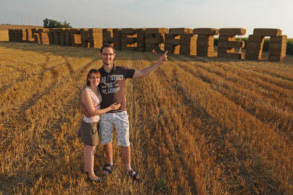 Markus Schmidt baute den ungewöhnlichen Heiratsantrag für seine Freundin aus 152 Strohballen.