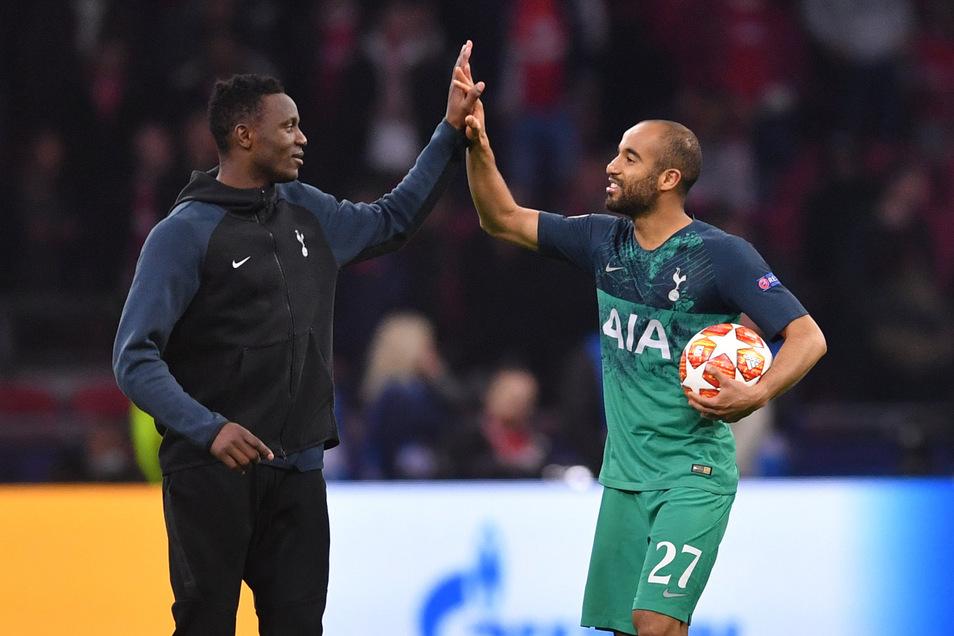 Victor Wanyama (links) bejubelt mit dem dreifachen Torschützen Lucas Moura den Einzug ins Endspiel.