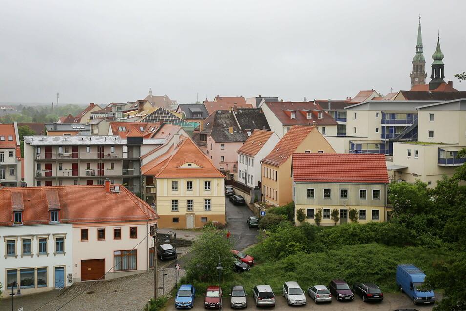 """Die Radeberger Innenstadt von Schloss Klippenstein aus gesehen. Oberbürgermeister Gerhard Lemm (SPD) empfindet die Stimmungslage in der Stadt als """"sehr aufgewühlt""""."""