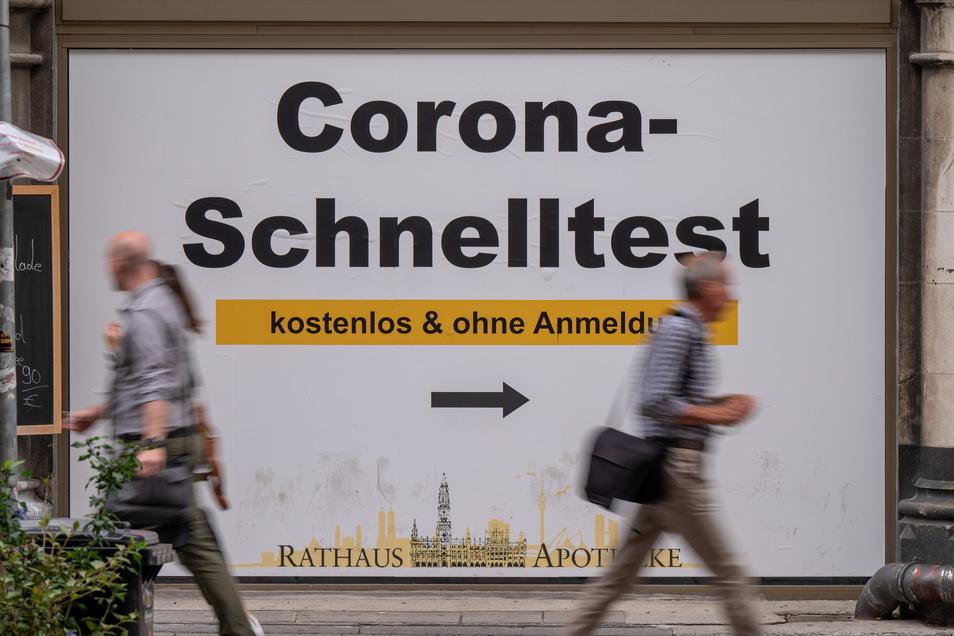 Angesichts steigender Corona-Infektionszahlen debattiert die Politik über schärfere Maßnahmen.