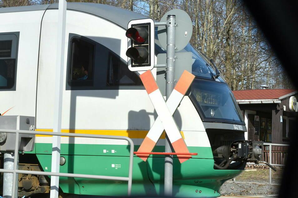 Die Länderbahn im Einsatz: Die Lokführer-Gewerkschaft kritisiert den Umgang mit den Problemen im Winter und die Weggabe von Fahrzeugen.