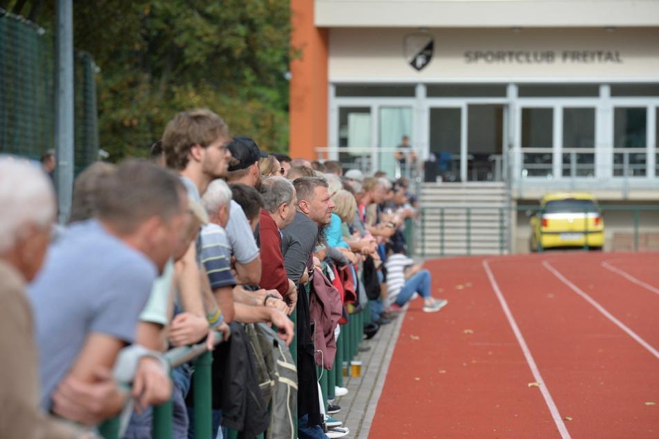 Die Fans des SC Freital fiebern der Relegation entgegen.