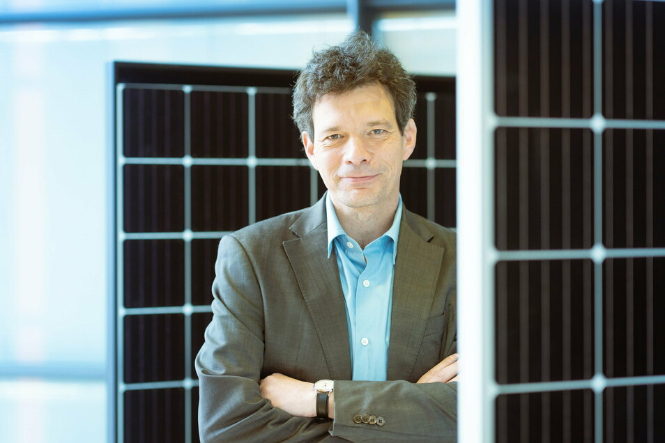 Der promovierte Physiker Armin Froitzheim ist neuer Geschäftsführer Technologie bei der Solarwatt GmbH in Dresden. Nach Stationen bei Ersol und Bosch Solar leitete er vier Jahre die Zell- und Modulfertigung von Solarworld in Arnstadt, die nun zu ist.