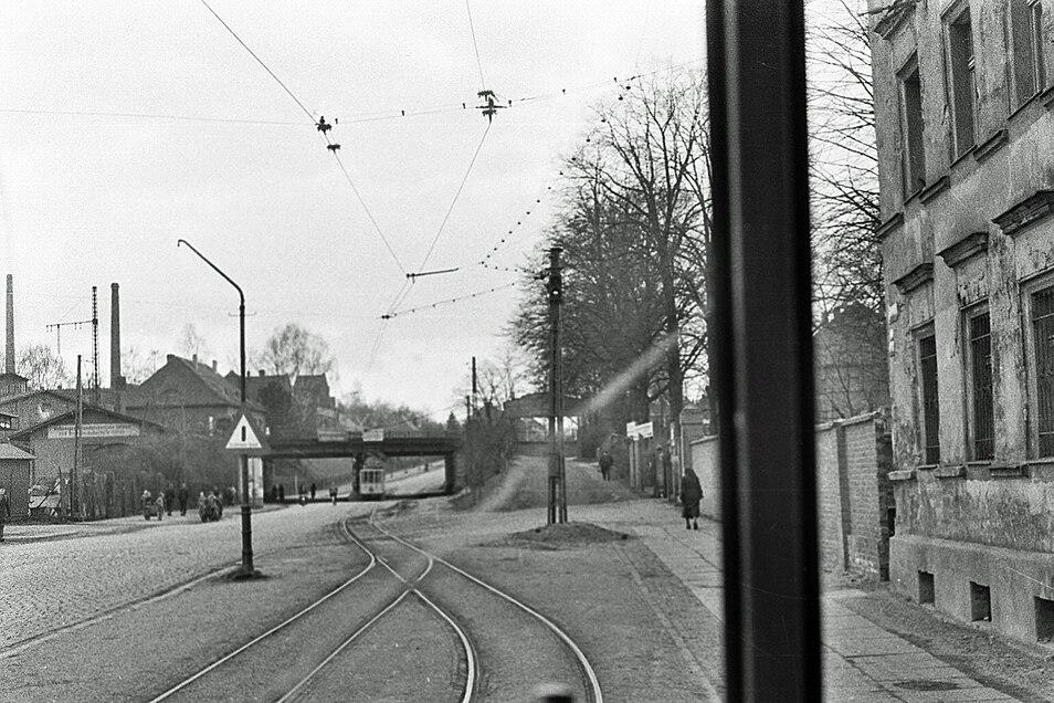 Nach der bisherigen Endstelle am Kreisbahnhof ging es ab dem 6. Oktober 1921 eingleisig weiter bis nach Rauschwalde, hier ein Bild auf die Strecke aus Sicht des Fahrers.