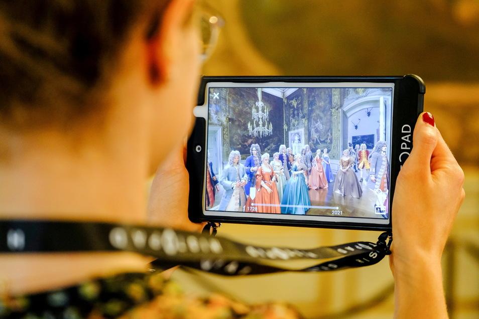 Ein rauschendes Fest auf Schloss Moritzburg im Jahr 1728. Dank des neuen HistoPads können die Museumsbesucher jetzt fast hautnah dabei sein.