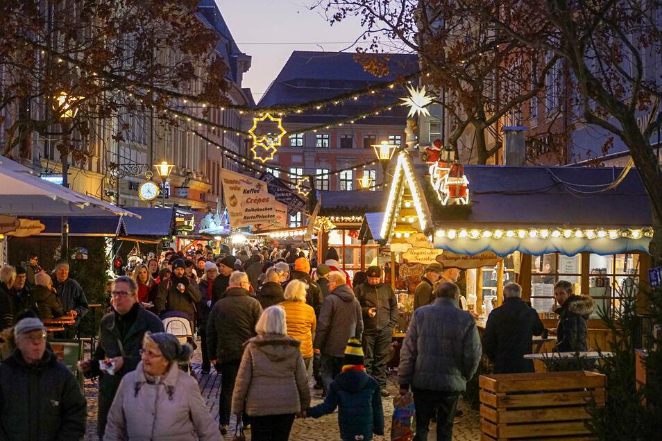 Diesen Anblick wird es in diesem Jahr nicht geben: Der Bautzener Wenzelsmarkt findet wegen Corona nicht in der Innenstadt statt, sondern auf dem Schützenplatz.