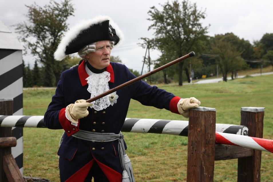 Vielleicht taucht in Kesselsdorf auch Preußens früherer Herrscher Friedrich der Große - hier von Gerd Jacob aus Maxen 2009 dargestellt - auf. Seine Truppen gewannen die Schlacht bei Kesselsdorf.