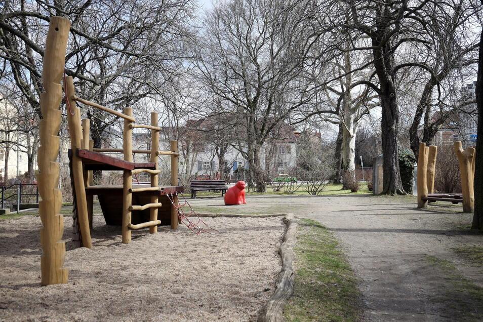 Vor 20 Jahren wurden die Geräte für den Spielplatz im Süden des Alexander-Puschkin-Platzes montiert. Jetzt sollen neue her - und der Spielplatz komplett neu gestaltet werden.