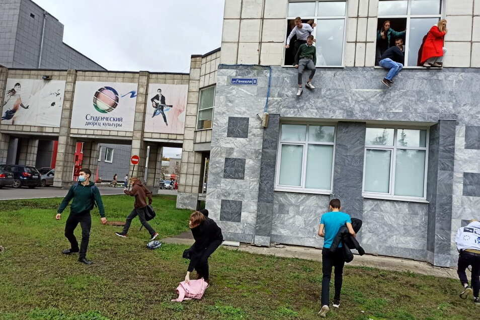 Studenten springen während der Schießerei aus dem Fenster: Ein Mann hat in Perm am Ural mehrere Menschen getötet.