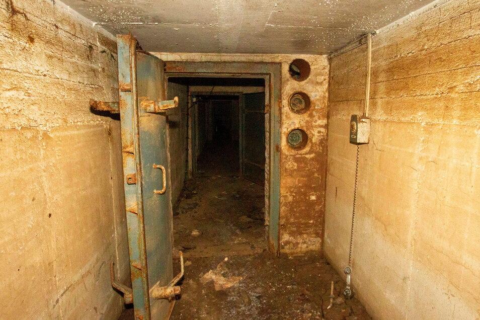 Diese inzwischen verrostete Tür bildete den Eingang zum Bunker.