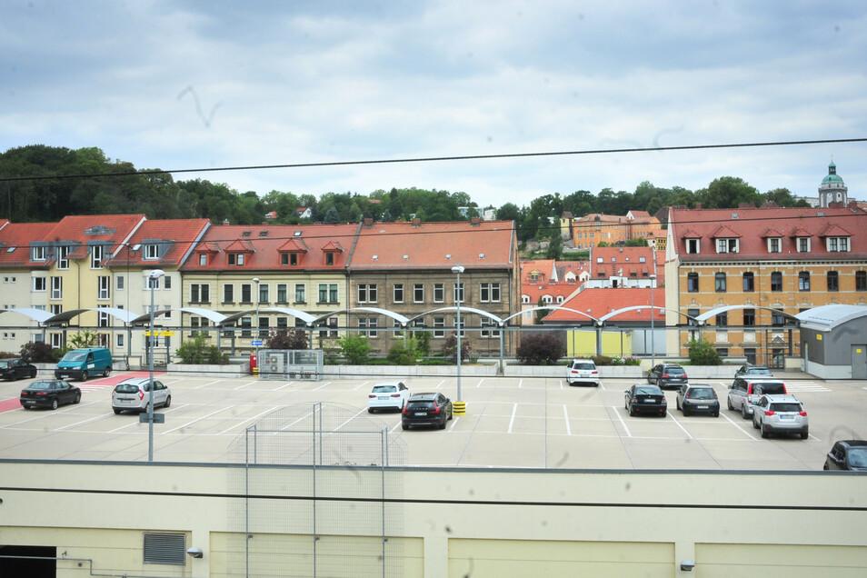 Auf dem Parkdeck der Neumarkt-Arkaden ist oft viel Platz. Ob die Parkflächen auch von Touristen, die die nahe Altstadt besuchen, genutzt werden, ist nicht klar.