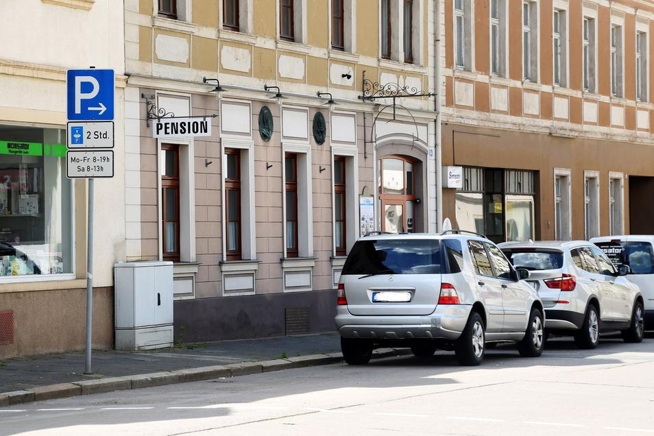 """Mittag und Abendbrot wird es in der früheren Pension Friedland, die jetzt """"Pension Zentrum Riesa"""" heißt, nicht geben."""