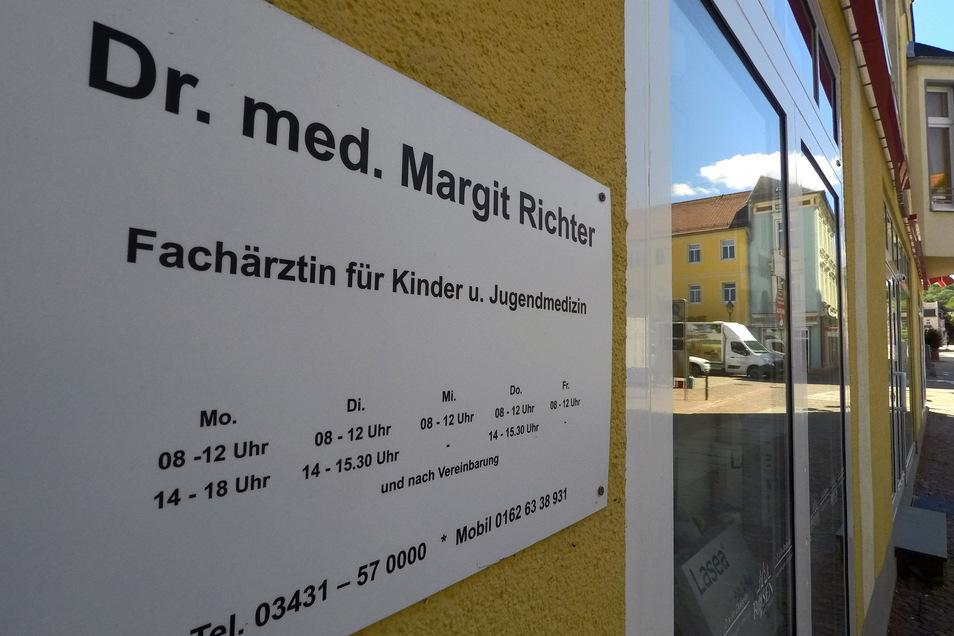 Bisher hatte die Praxis von Dr. Margit Richter in Döbeln am Wochenende sowie an Feiertagen sowohl vormittags als auch nachmittags mit einer Notsprechstunde für Patienten geöffnet. Ab Montag gelten neue Zeiten.