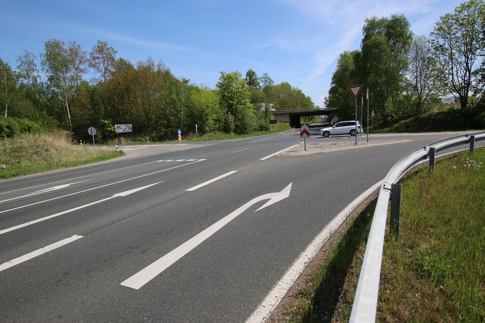 Aus Richtung Döbeln wird zeitnah die Geschwindigkeit an der Kreuzung B 175 / S 39 auf 50 Kilometer pro Stunde reduziert. Auch bei den Markierungen soll es Änderungen geben.
