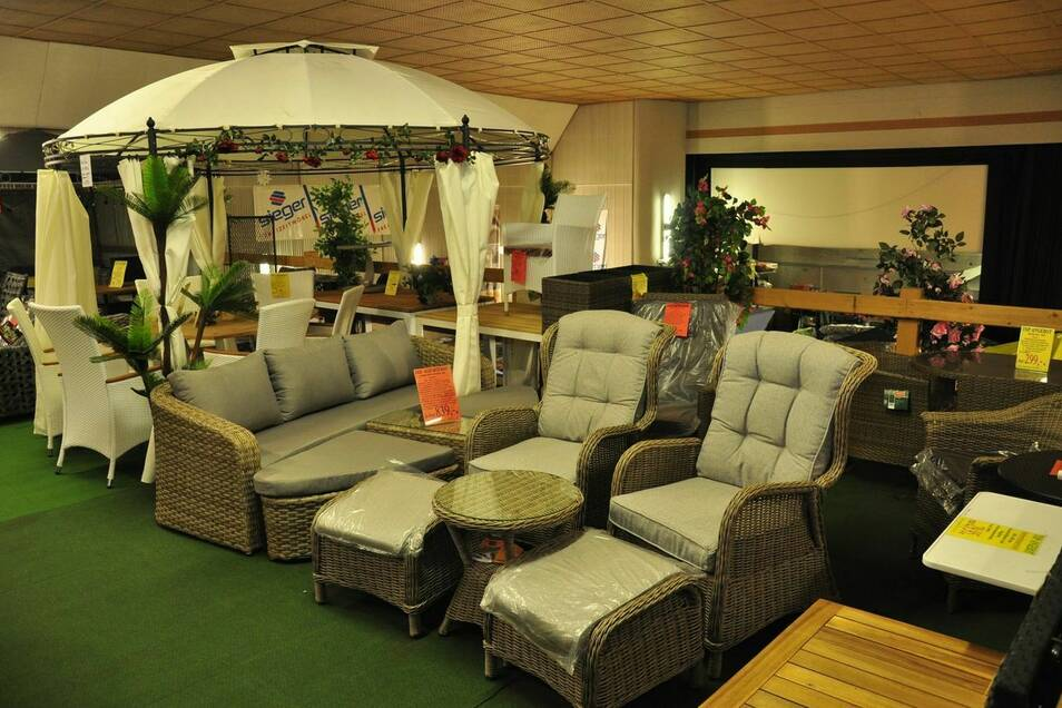 Gartenmöbel und mehr Dekoratives für wunderbare Sommertage gibt es jetzt besonders günstig.